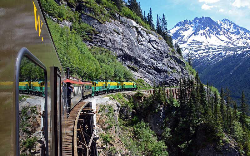 viaje en tren por yukon desde alaska